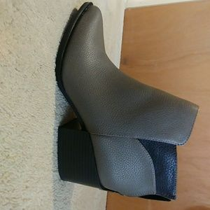 Vera Wang ankle boots